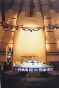 Interni del Padiglione Italia a Expo 2000, con la Pila di Volta (replica di Gelside Guatterini)