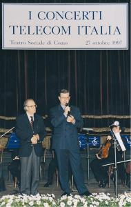 Il Presidente della Società Italiana di Fisica (SIF) Renato Angelo Ricci e Fiorenzo Benzoni (Telecom Italia) introducono il Concerto con Salvatore Accardo al Congresso del Centenario della SIF a Como (1998)
