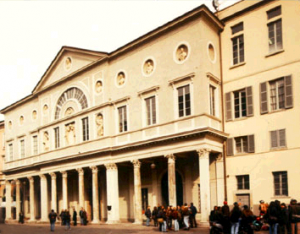 La facciata del Liceo Alessandro Volta