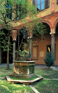 Cortile di Palazzo Landriani, attuale sede dell'Istituto Lombardo, Milano