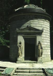 Esterno della tomba di Alessandro Volta a Camnago